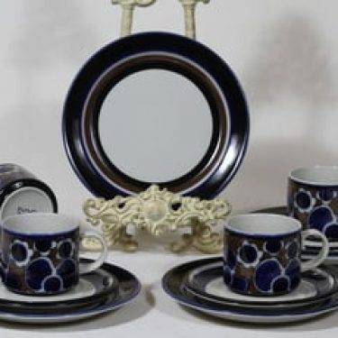 Arabia Saara teekupit ja lautaset, 4 kpl, suunnittelija Anja Jaatinen-Winquist, erikoiskoriste, retro