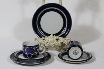 Arabia Saara kahvikupit ja lautaset, 2 kpl, suunnittelija Anja Jaatinen-Winquist, erikoiskoriste, retro