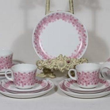 Arabia Leena kahvikupit ja lautaset, punainen, 4 kpl, suunnittelija Raija Uosikkinen, serikuva, retro