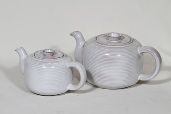 Arabia ARA teekaatimet, 1 ja 0.5 l, 2 kpl, suunnittelija Michael Schilkin, 1 ja 0.5 l
