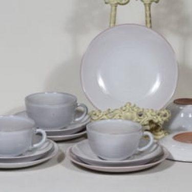 Arabia ARA teekupit ja lautaset, valkoinen lasite, 4 kpl, suunnittelija Michael Schilkin,