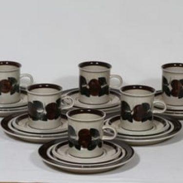 Arabia Ruija kahvikupit ja lautaset, käsinmaalattu, 6 kpl, suunnittelija Raija Uosikkinen, käsinmaalattu