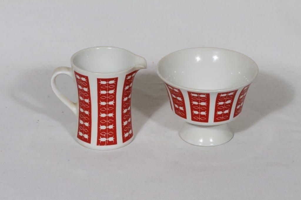 Arabia Hilppa sokerikko ja kermakko, punainen, suunnittelija Esteri Tomula, serikuva