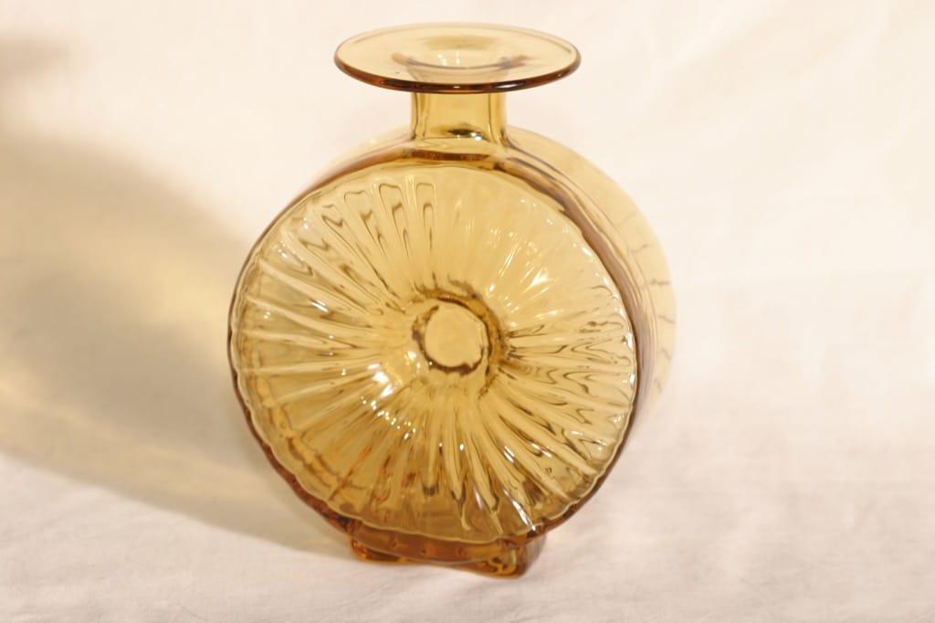 Riihimäen lasi Aurinkopullo koristepullo, ambra, suunnittelija Helena Tynell, sävy XIV