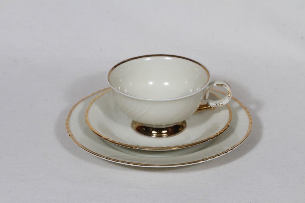 Arabia Kultakoriste kahvikuppi ja lautanen, suunnittelija Svea Granlund, kultakoriste