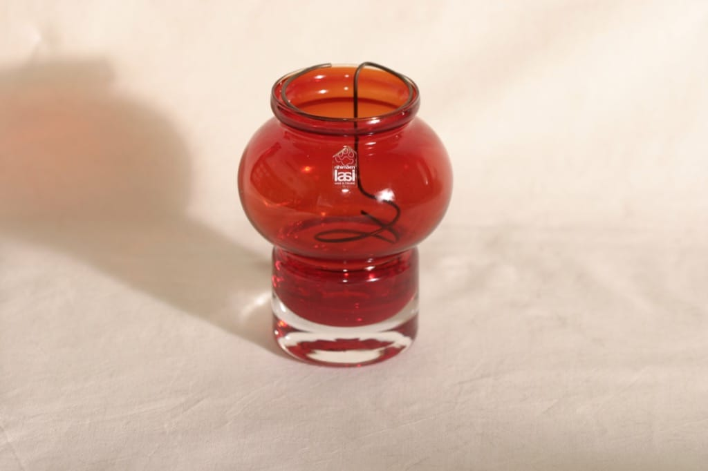 Riihimäen lasi Välkky kynttilälyhty, rubiininpunainen, suunnittelija Tamara Aladin,