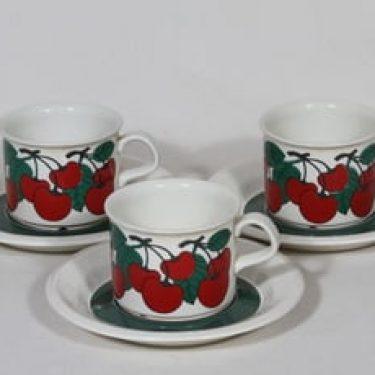 Arabia Kirsikka kahvikupit, punainen, 3 kpl, suunnittelija Inkeri Seppälä, serikuva, retro