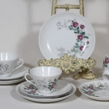 Arabia Rosalia kahvikupit ja lautaset, käsinmaalattu, 3 kpl, suunnittelija Hilkka-Liisa Ahola, käsinmaalattu, signeerattu