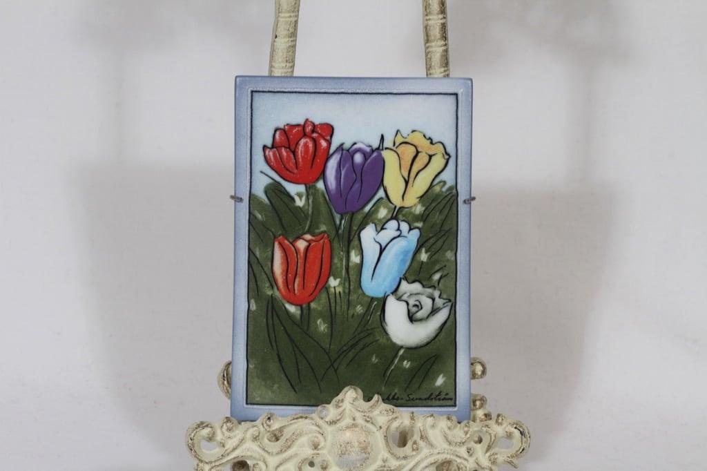 Arabia wall plate Little tulips designer Heljä Liukko-Sundström
