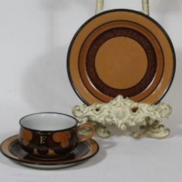 Arabia Kalevala kahvikuppi ja lautanen, käsinmaalattu, suunnittelija Anja Jaatinen-Winquist, käsinmaalattu, signeerattu, retro