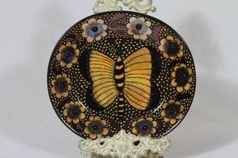 Arabia BK koristelautanen, ruskea, suunnittelija Birger Kaipiainen, serikuva, lysterilasite, helmikoriste
