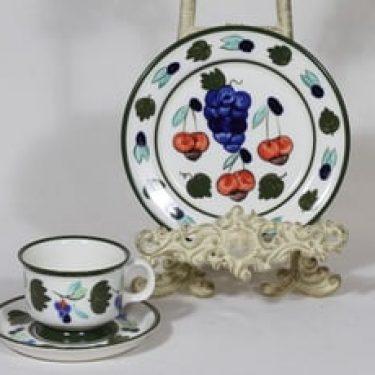 Arabia Palermo kahvikuppi ja lautanen, käsinmaalattu, suunnittelija Dorrit von Fieandt, käsinmaalattu, signeerattu