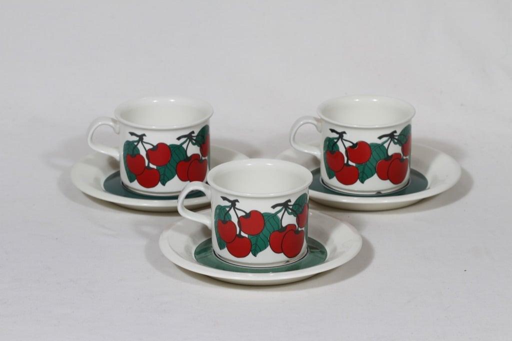 Arabia Kirsikka kahvikupit, 3 kpl, suunnittelija Inkeri Seppälä, serikuva, retro