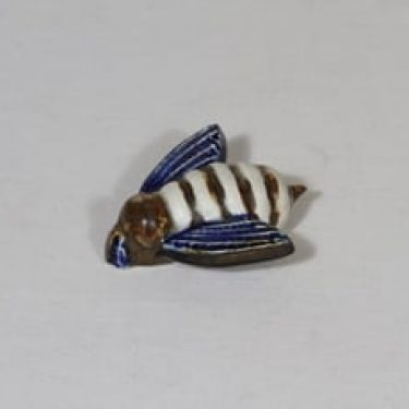 Arabia eläinfiguuri, käsinmaalattu, suunnittelija Taisto Kaasinen, käsinmaalattu, pieni, signeerattu, mehiläisaihe
