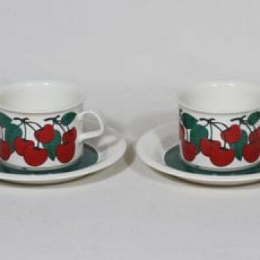 Arabia Kirsikka teekupit, punainen, 2 kpl, suunnittelija Inkeri Seppälä, serikuva