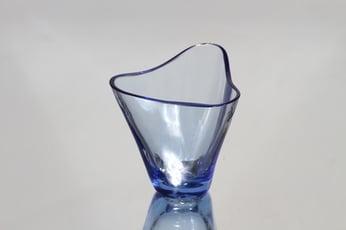 Riihimäen lasi Kolmikolkka maljakko, signeerattu, suunnittelija Helena Tynell, signeerattu, pieni