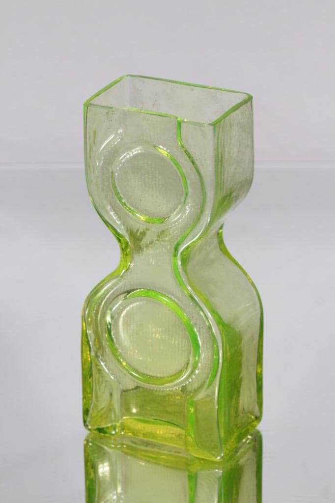 Riihimäen lasi Kaappikello maljakko, keltainen, suunnittelija Helena Tynell,