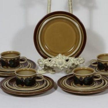 Arabia Otso mokkakupit ja lautaset, 4 kpl, suunnittelija Raija Uosikkinen, erikoiskoriste, retro