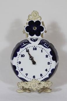 Arabia Köökki kello, käsinmaalattu, suunnittelija Gunvor Olin-Grönqvist, käsinmaalattu, signeerattu