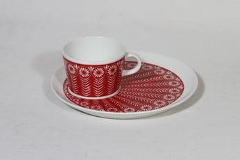 Arabia Riikinkukko kuppi ja erikoislautanen, punainen, suunnittelija Raija Uosikkinen, serikuva