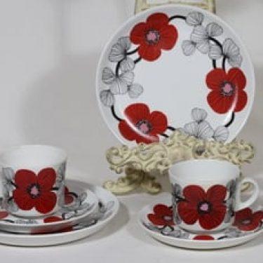 Arabia Isokukka kahvikupit ja lautaset, punainen, 2 kpl, suunnittelija Esteri Tomula, serikuva, retro