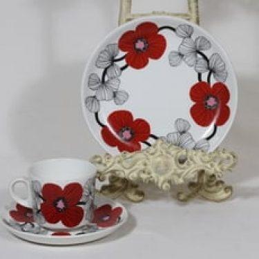 Arabia Isokukka kahvikuppi ja lautanen, punainen, suunnittelija Esteri Tomula, serikuva, retro
