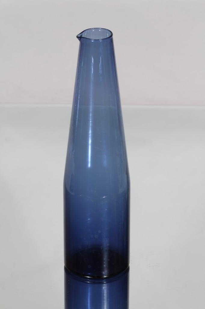 Iittala i-403 karahvi, sininen, suunnittelija Timo Sarpaneva,