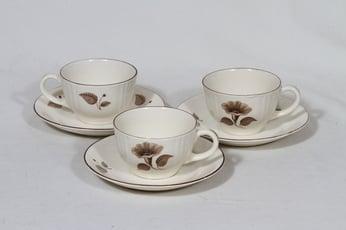 Arabia Sorja kahvikupit, 3 kpl, suunnittelija , siirtokuva, kukka-aihe