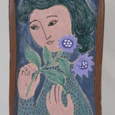 Arabia koristelaatta, uniikki, suunnittelija Hilkka-Liisa Ahola, uniikki, käsinmaalattu, signeerattu, naisaihe