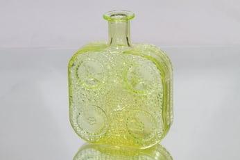 Riihimäen lasi 1724 koristepullo, keltainen, suunnittelija Nanny Still,