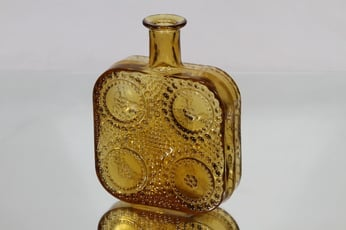 Riihimäen lasi 1724 koristepullo, amber, suunnittelija Nanny Still,