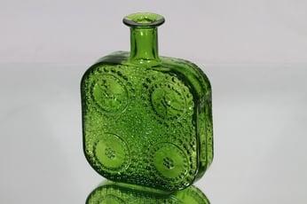 Riihimäen lasi 1724 koristepullo, vihreä, suunnittelija Nanny Still,