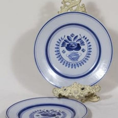 Arabia Blue Rose lautaset, käsinmaalattu, 3 kpl, suunnittelija Svea Granlund, käsinmaalattu, kukka-aihe