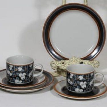 Arabia Taika teekupit ja lautaset, 2 kpl, suunnittelija Inkeri Seppälä, puhalluskoriste, retro