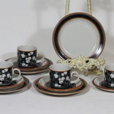 Arabia Taika kahvikupit ja lautaset, 4 kpl, suunnittelija Inkeri Seppälä, puhalluskoriste, retro