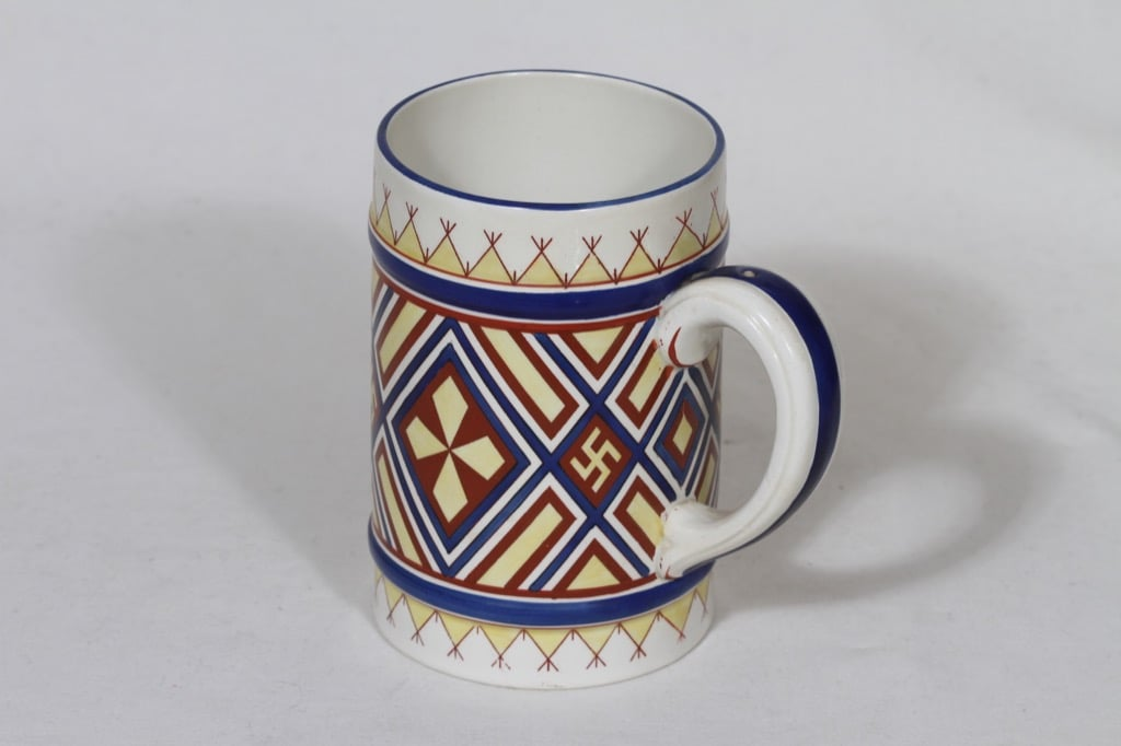 Arabia Fennia muki, käsinmaalattu, suunnittelija , käsinmaalattu, painettu, kansallisromantiikka