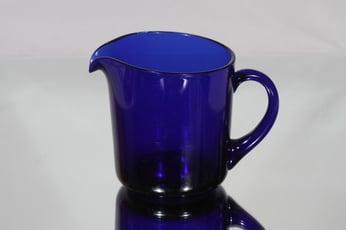 Nuutajärvi 5601 kaadin, sininen, suunnittelija Kaj Franck,