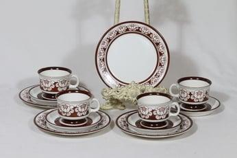 Arabia Katrilli kahvikupit ja lautaset, ruskea, 4 kpl, suunnittelija Esteri Tomula, serikuva