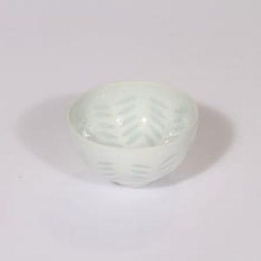 Arabia FK/33 malja, valkoinen, suunnittelija Friedl Holzer-Kjellberg, riisiposliini, massasigneerattu, pieni