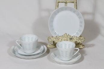 Arabia Helmi kahvikupit ja lautaset, riisiposliini, 2 kpl, suunnittelija Friedl Holzer-Kjellberg, riisiposliini, 15 cl, massasigneerattu