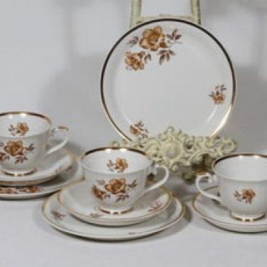 Arabia Myrna kahvikupit ja lautaset, 3 kpl, suunnittelija Olga Osol, serikuva, kukka-aihe