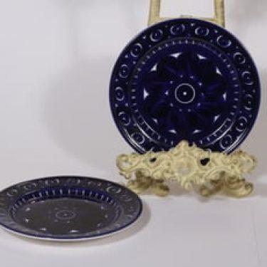 Arabia Valencia leivoslautaset, käsinmaalattu, 2 kpl, suunnittelija Ulla Procope, käsinmaalattu, signeerattu