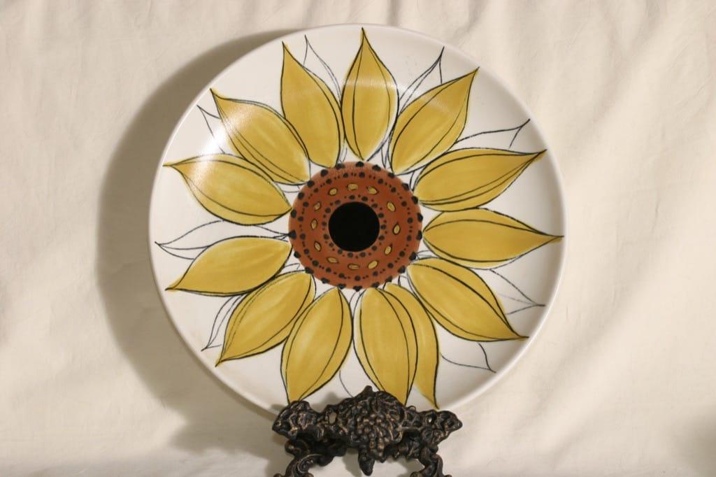 Arabia Aurinkoruusu paistivati, käsinmaalattu, suunnittelija Hilkka-Liisa Ahola, käsinmaalattu