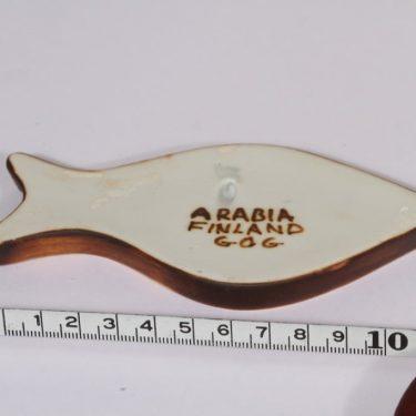 Arabia Kala seinälaatta, käsinmaalattu, suunnittelija Gunvor Olin-Grönqvist, käsinmaalattu, pieni, signeerattu kuva 2