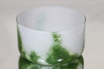 Riihimäen lasi Koralli kulho, valkoinen-vihreä, suunnittelija Tamara Aladin,