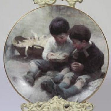 Arabia koristelautanen, Leikkivät lapset, suunnittelija Helene Schjerfbeck, Leikkivät lapset, serikuva, lapsiaihe