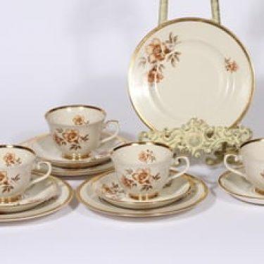 Arabia Myrna kahvikupit ja lautaset, 4 kpl, suunnittelija Olga Osol, serikuva, kukka-aihe