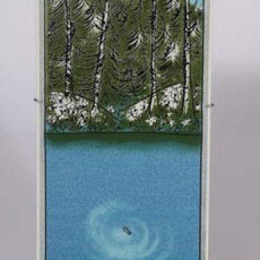 Arabia Ihminen ja luonto -tripyykki koristelaatta, Kala, suunnittelija Heljä Liukko-Sundström, Kala, suuri, serikuva