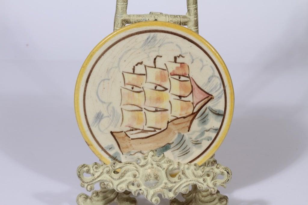 Kupittaan savi household plate, hand-painted, designer Sinikka Toivonen