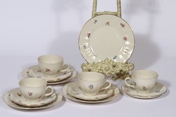 Arabia koriste 5276 kahvikupit ja lautaset, 4 kpl, suunnittelija , serikuva, kukka-aihe